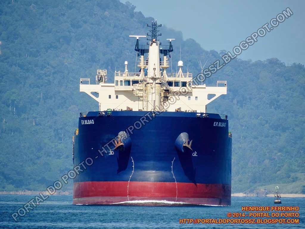 El buque E.R Bilbao entrando en el puerto brasileño de Santos