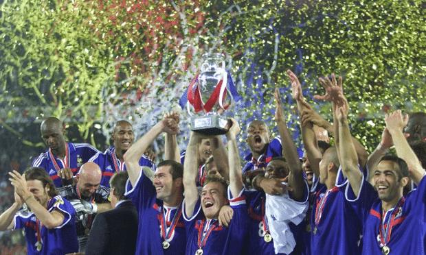 Didier Deschamps lifts the Euro 2000 trophy. Photograph: Michele Limina/EPA