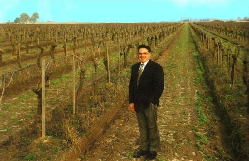 Antonio Campos en uno de sus terrenos
