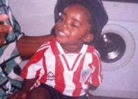 Iñaki Williams de niño con la camiseta del Athletic