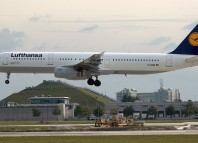 Un Airbus A321 de Lufthansa similar al que estuvo a punto de tener un accidente tras despegar de Bilbao