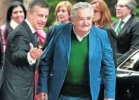 El expresidente uruguayo José Mujica con el lehendakari, Iñigo Urkullu, durante su visita anterior. (Foto: Efe)