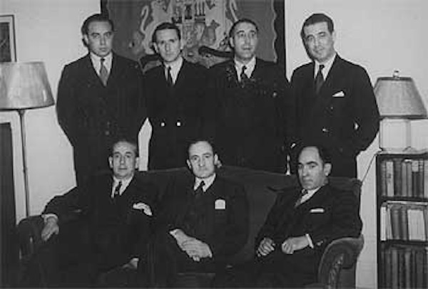 From left to right: Irala, Monsoon, Aznar and Sota; seated, Aldasoro, Nárdiz and Aguirre, members of the Basque Government in exile in the New York delegation. / FSA