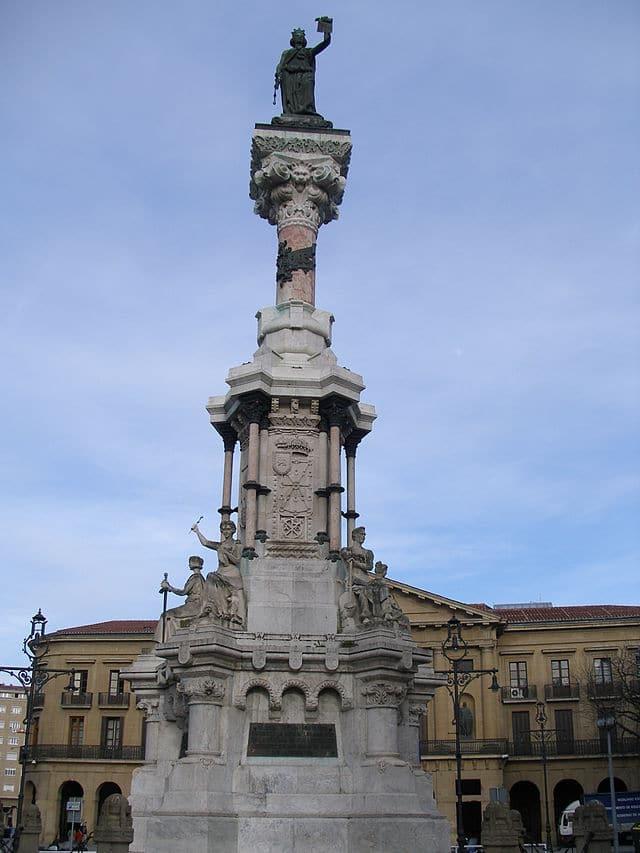 Monumento a los Fueros navarros en Pamplona