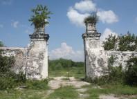 Acceso a la Hacienda Buenavista de Soto de la Marina que fue propiedad de José San Roman