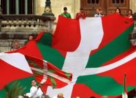 Manifestación por la Ikurriña en el Ayuntamiento de bilbao