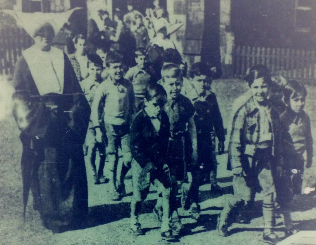 Basque refugees mass St Vincents 29-June-1937