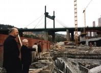 Tomas Krens y Frank Gehry observando los cimientos del Museo Guggenheim Bilbao