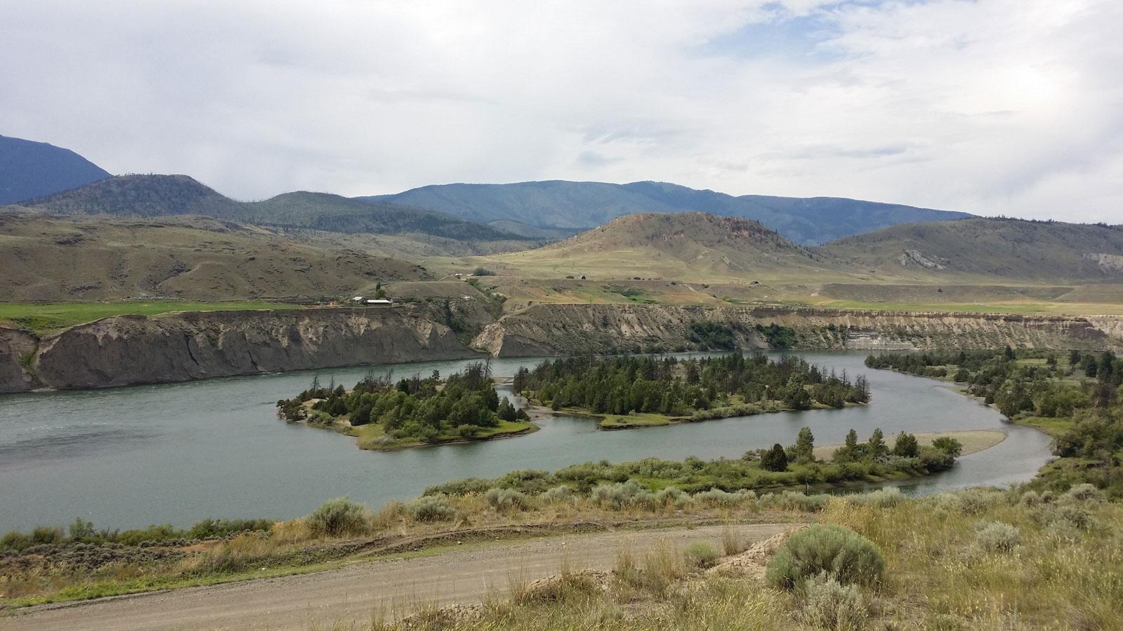 Vistas sobre el Rio Thompson de el Basque vineyard en plena British Columbia
