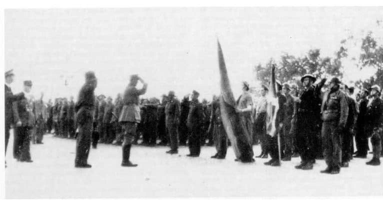 DeGaulle giving a military salute to the Basque flag, the 'ikurriña', after the Battle of Pointe de Grave