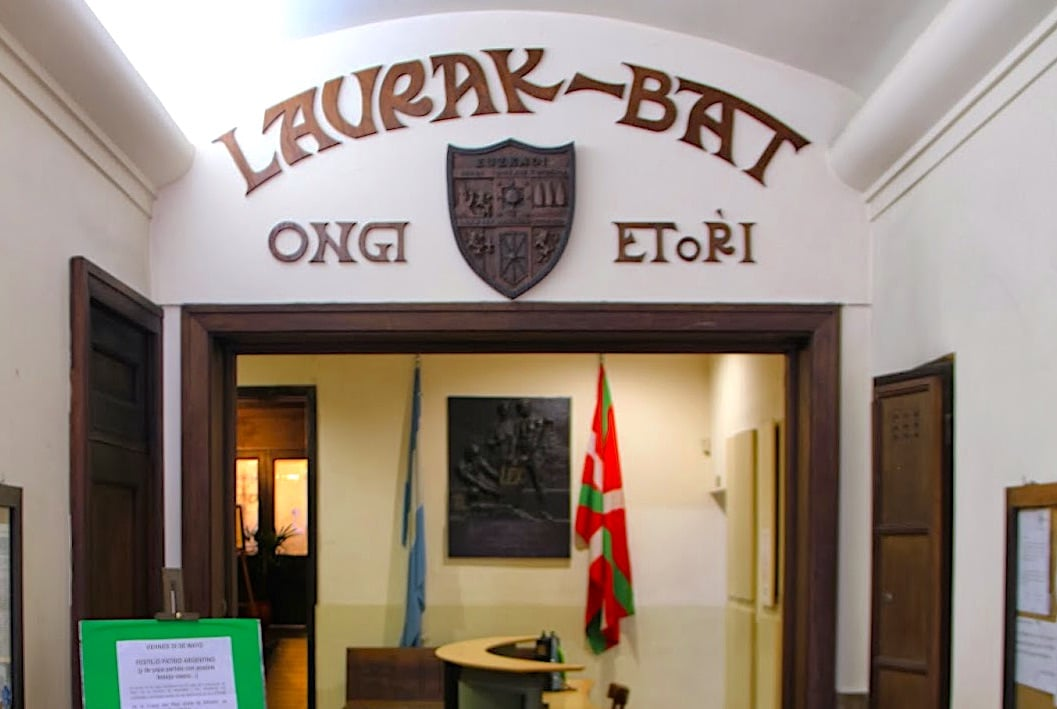 Entrance of the Laurak Bat Basque Center in Buenos Aires (photo by Gorka Berasain)