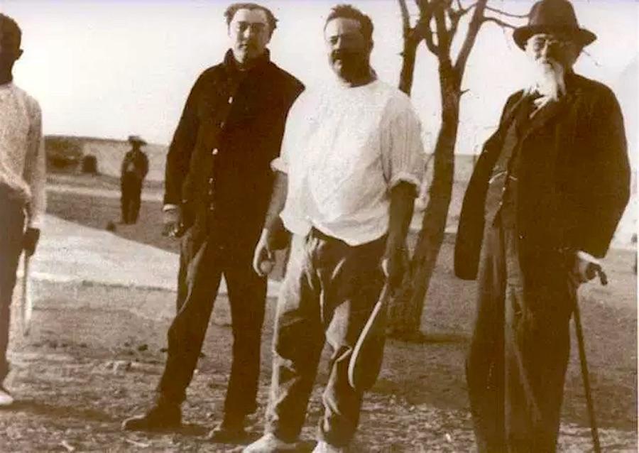 Pancho Villa posa ante la cámara en un descanso de un partido de Pelota