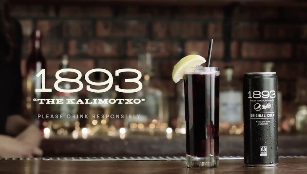 Still from the video where Pepsi explains how to make 'kalimotxo' with 1893 Original