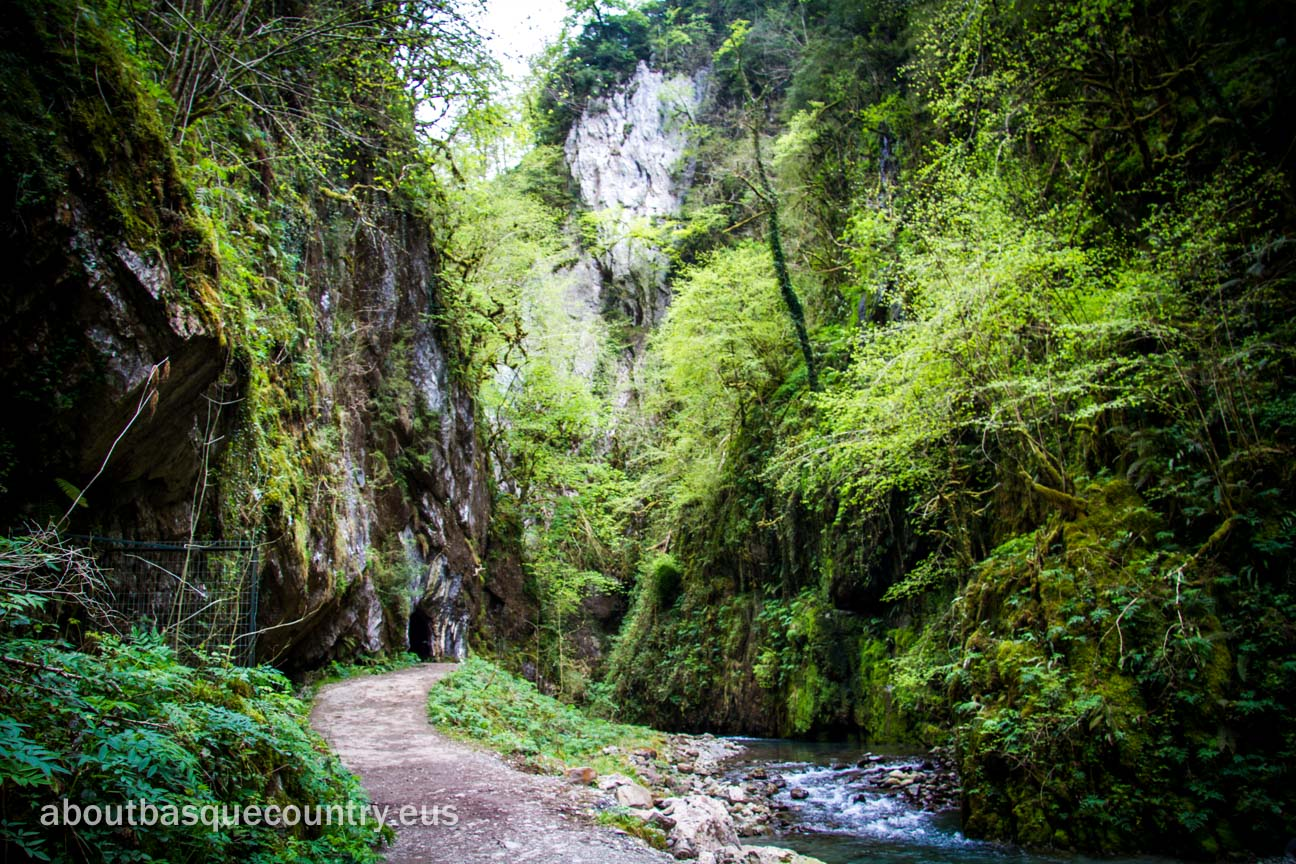 A corner of the route through the Kakueta Gorge, Soule