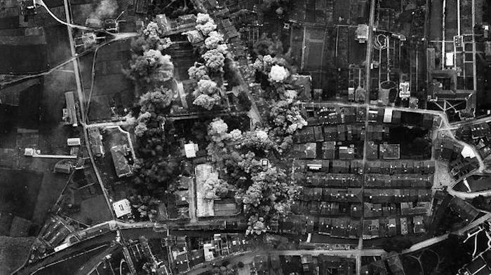 Imágenes tomadas desde los aviones italianos del bombardeo de Durango