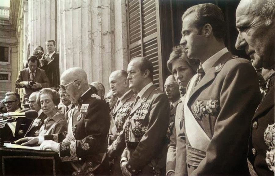 The dictator Franco in his last public appearance on October 1, 1975, surrounded by the authorities of his régime.